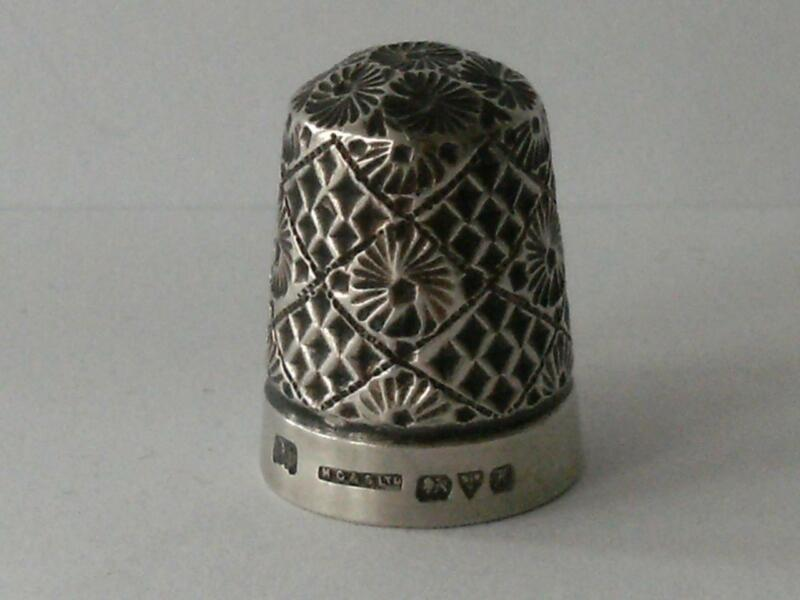 SOLID SILVER THIMBLE Chester 1910