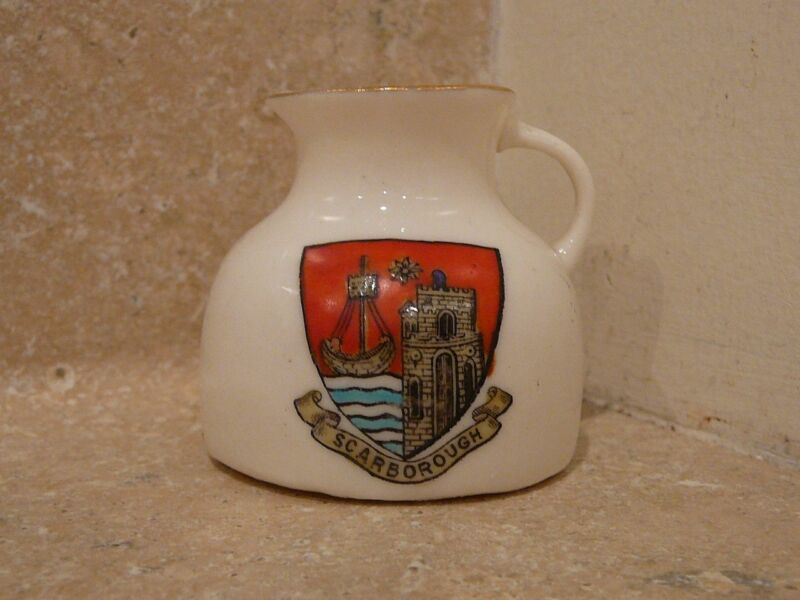 WH GOSS CRESTED CHINA JUG PITCHER ANCIENT MOAT OF SCARBOROUGH GOSHAWK STAMP