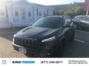 2016 Jeep Cherokee Trailhawk- $227 B/W LOW KMS..LEATHER..HEATED