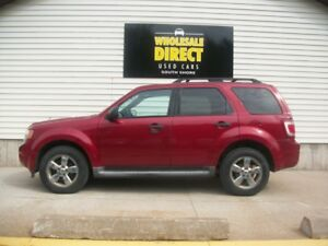 2010 Ford Escape V6 MODEL WITH LEATHER AND POWER GROUP