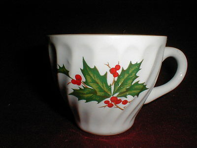 Scio White Swirl HOLLY WREATH Christmas Cup/s on Rummage