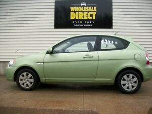 2010 Hyundai Accent STAND OUT in this BRIGHT FUEL-SIPPER with AI