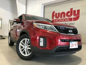 2015 Kia Sorento LX w/heated seats, parking assist FWD, ONLY 61,
