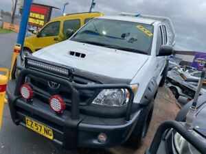 2005 Toyota Hilux KUN26R MY05 SR White 5 Speed Manual Cab Chassis