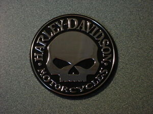 Harley-Davidson-Willie-G-Skull-Chrome-Stick-On-Emblem-Medallion-Decal-3-75-x-25