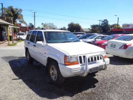 1996 Jeep Grand Cherokee,4X4,AUTO,171K KMS,7 SEATER,LEATER,SUNROO