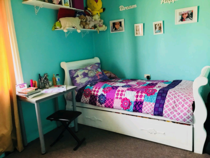 Female only to share a room - North Parramatta