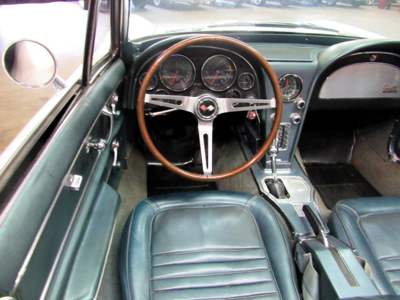 1967 White Chevrolet Corvette Convertible  | C2 Corvette Photo 9