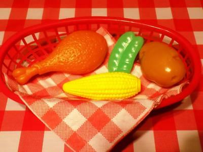 (Chicken Dinner Play Food Lot for Kids Lunch Basket Corn on the cob peas potato)