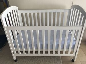 Baby Basics: Sleep and Play Items Milsons Point North Sydney Area Preview