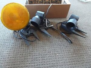 3x flood light fittings,  plus 1 bulb,  $ 20 Birkdale Redland Area Preview