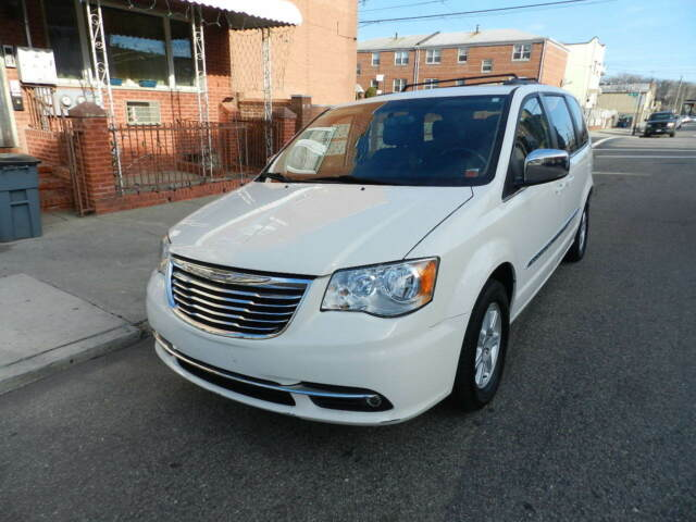 Image 1 of Chrysler: Town & Country…