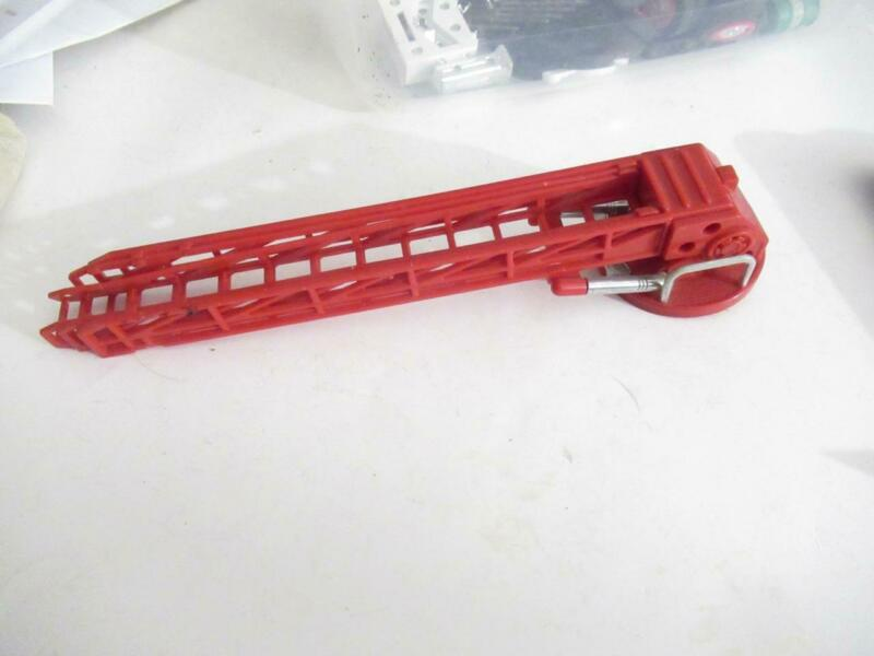 OLDER HESS PART - FIRE ENGINE LADDER - ORIGINAL - GOOD - S8