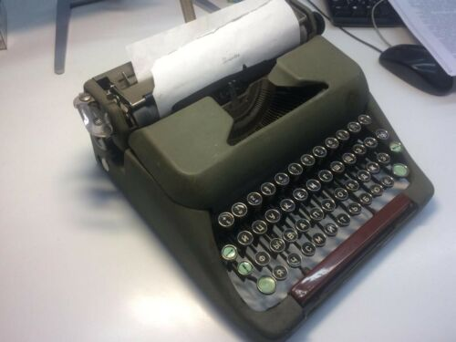 """Typewriter """"Moscow-6"""" with case.  Working Condition."""