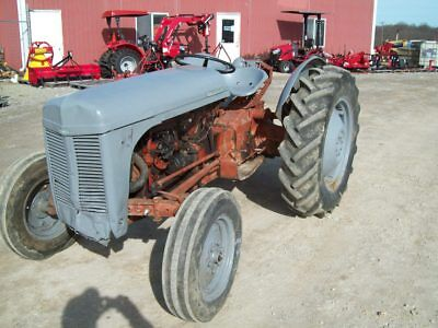 Massey Ferguson Ferguson To30 Tractor Runs Good