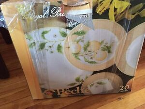 DINNER SET 20 PIECES BRAND NEW IN THE BOX