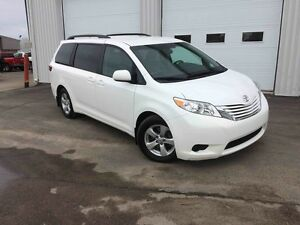 2015 Toyota Sienna LE 8 PASSAGERS