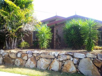 Half a 3 bedroom house to share Petrie Pine Rivers Area Preview