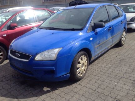 Wrecking 2006 FORD FOCUS - most parts available