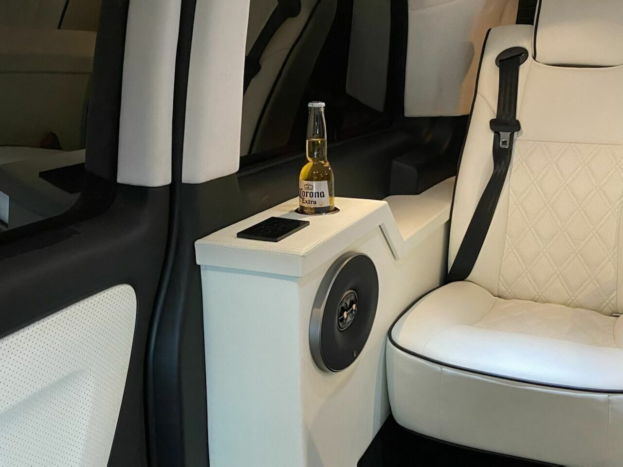2016 Mercedes-Benz Metris Passenger 4dr Mini Van 60150 Miles Silver Conversion V