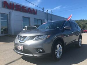 2016 Nissan Rogue SV Tech Package, Navigation, Power Liftgate!!