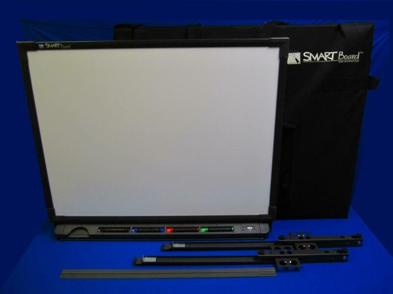 SMART Board SB540-032093 w/ Stylus Pens, Wall Brackets, Carrying Case