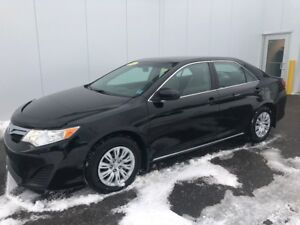 2012 Toyota Camry Le Real nice clean Mid sized car