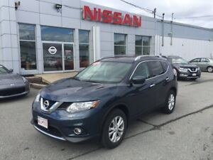 2016 Nissan Rogue SV All Wheel Drive with Only 24,000 KM!!!