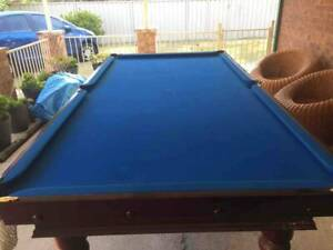 Pool table / snooker