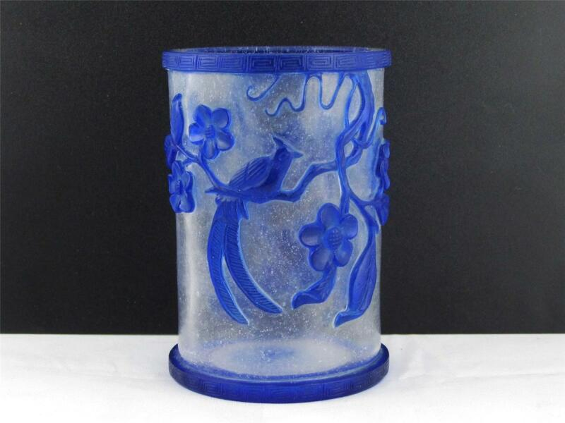 BEAUTIFUL VINTAGE CHINESE  PEKING GLASS BRUSH POT W/ BLUE OVERLAY BIRDS & PLANTS