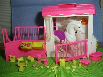 Mattel VINTAGE 1995 Barbie Doll Feeding Fun Stable Horse Barn-Loaded Orig Access