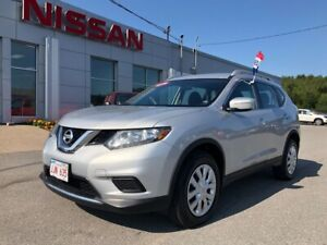 2015 Nissan Rogue S All Wheel Drive! Back Up Camera