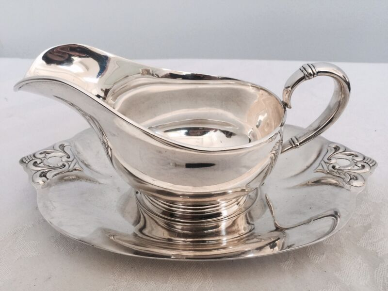 INTERNATIONAL ROYAL DANISH STERLING SILVER GRAVY BOAT AND STAND NO MONOGRAM