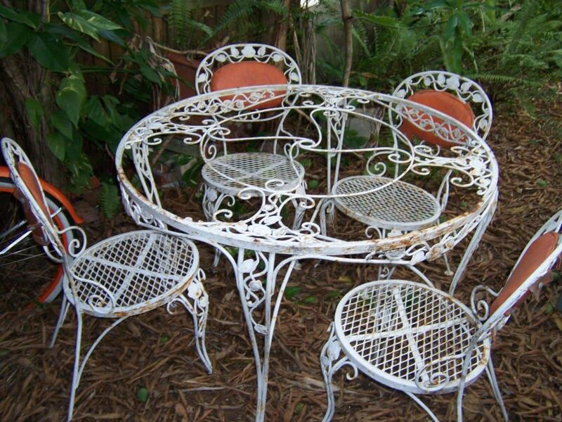 VINTAGE WOODARD CHANTILLY ROSE GLASS TOP PATIO TABLE & 4 CHAIRS SMALL TABLE