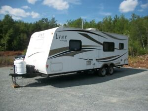 2008 Lynx Prowler 24' PULL OUT CAMPER - ENJOY YOUR HOME AWAY FRO