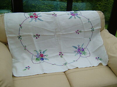 VINTAGE HAND EMBROIDERED WHITE LINEN TABLE CLOTH 42