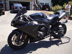 LOOKING FOR 2009-14 Yamaha R1