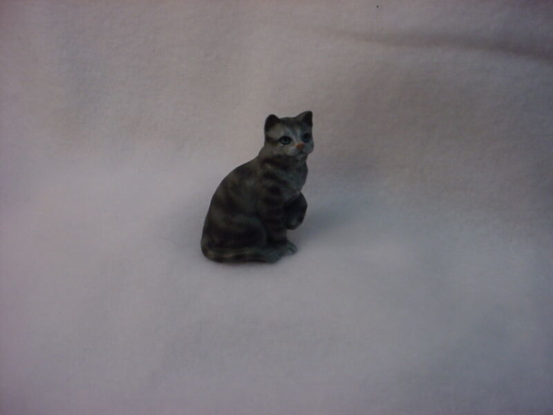 SILVER GRAY TABBY kitty CAT resin Figurine HAND PAINTED MINIATURE Small Mini NEW