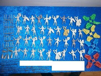 Konvolut 36 Merten Kunststoff Figuren Rohlinge Ritter + 38 Waffen zu 4cm