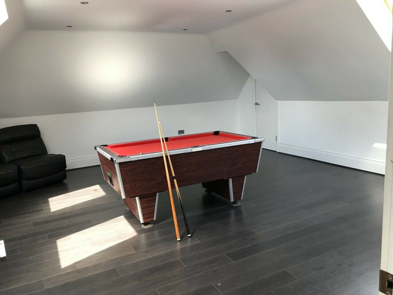 pool table 6ft slate bed - red new cloth average condition but works perfectly