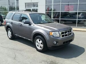 2011 Ford Escape XLT Automatic V6 AWD LOW KMS.