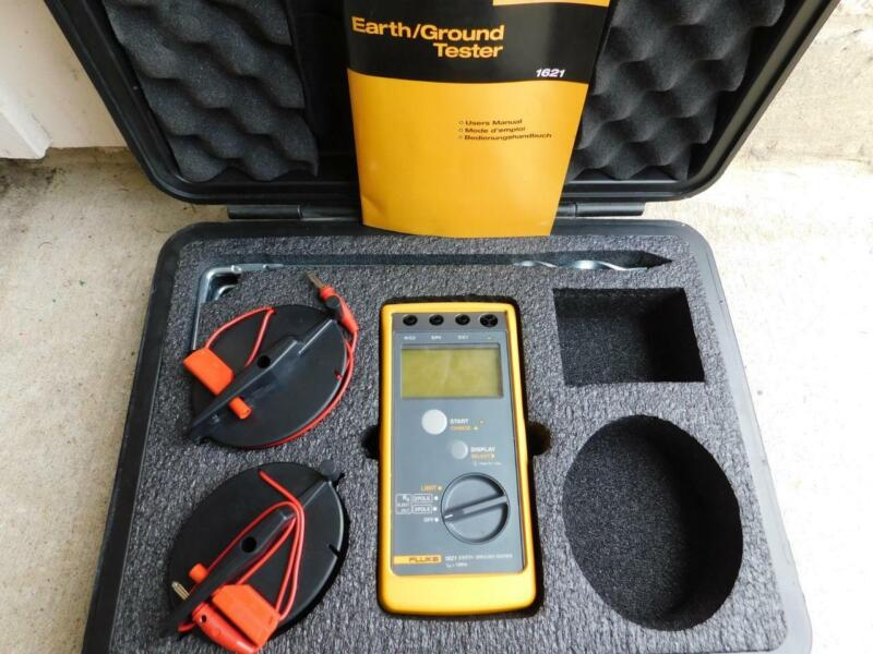 FLUKE 1621 KIT EARTH GROUND TESTER METER KIT WITH 2 CABLE REEL AND 3 GROUND RODS