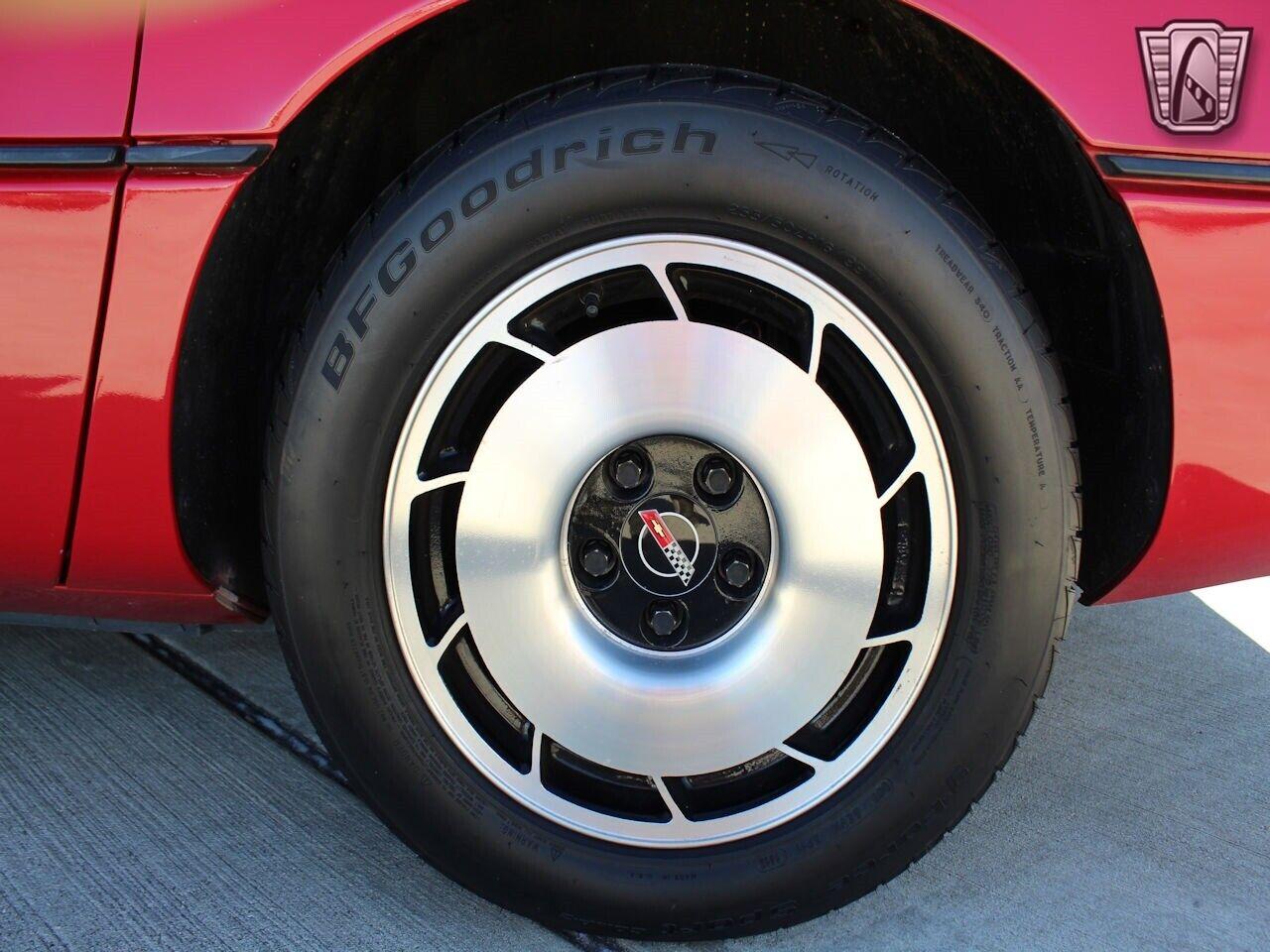1984 Red Chevrolet Corvette     C4 Corvette Photo 10