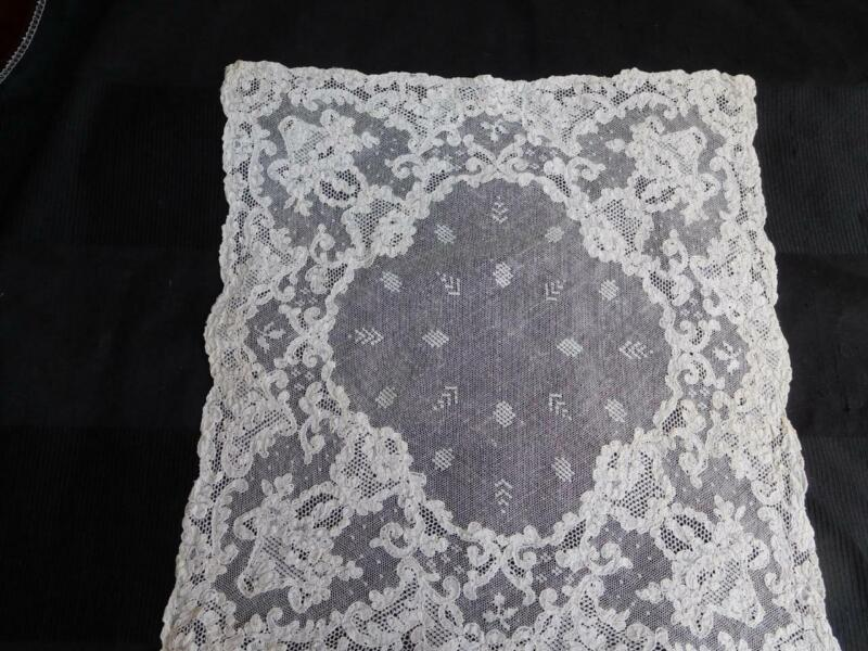 vintage antique Off WHITE all LACE Wedding HANKY HANDKERCHIEF Mint condition