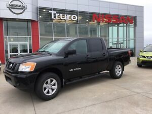 2015 Nissan Titan 4x4  New Tires & Brakes Clean Truck