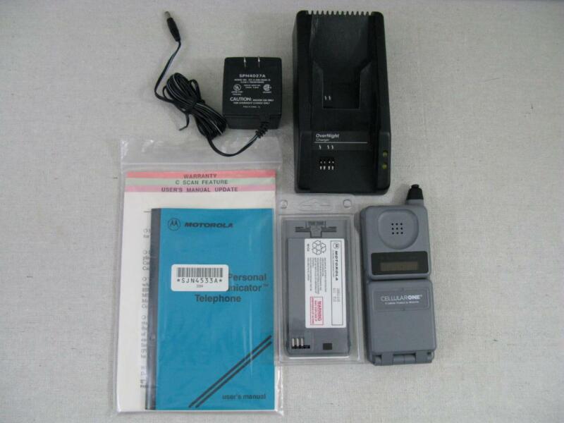 NOS Motorola Digital Personal Communicator Telephone 1992 Flip-Phone NEVER USED