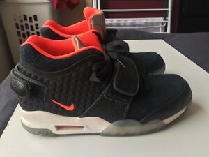 Black/Crimson Nike Air Cruz Trainer