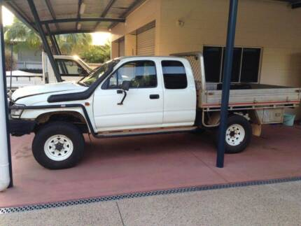 Hilux Extra Cab 2004 LN172R for Wrecking