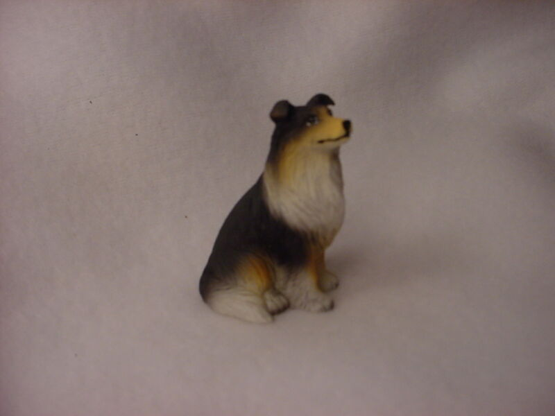 COLLIE Tricolor Dog FIGURINE Resin HAND PAINTED MINIATURE Small Mini Tri color