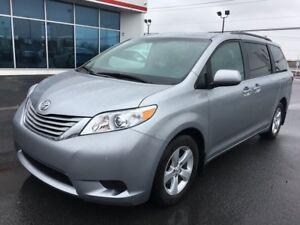 2017 Toyota Sienna LE 8PASSAGERS V6 3.5L BLUETOOTH SIÈGES CHAUFF